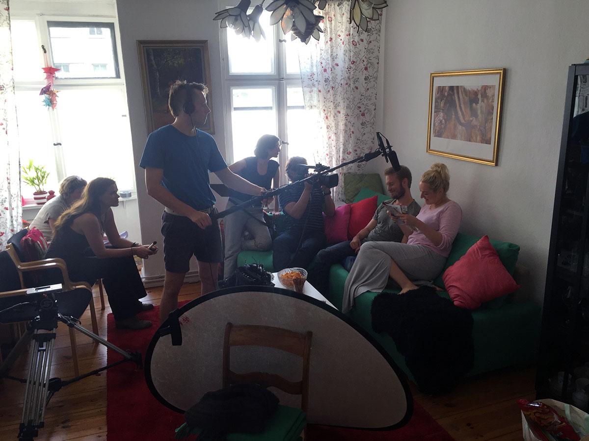 Wildfang-Video-Produktion-Panorama-A2-Cornelsen-Verlag-Berlin-Wohnzimmer-Marc-Blum-Jessica-Gabory